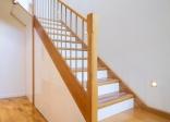 Cầu thang gỗ tiết kiệm không gian nhỏ hẹp