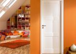 Cửa gỗ sơn trắng mang đến nét hiện đại cho ngôi nhà